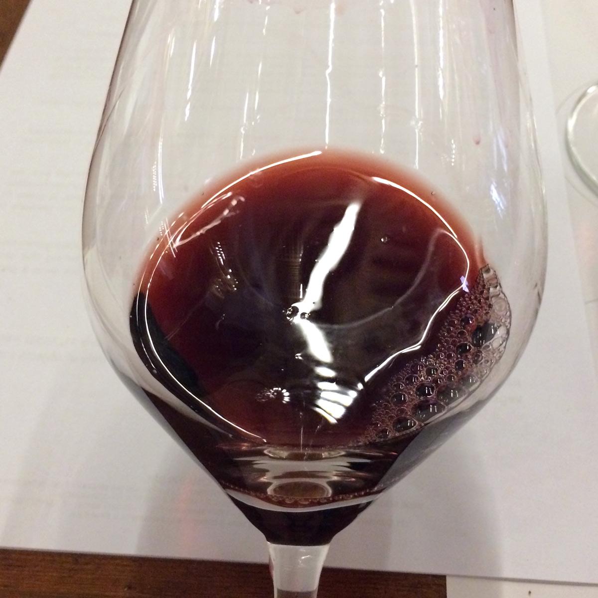 Amarone-della-Valpolicella-wine-glass-color